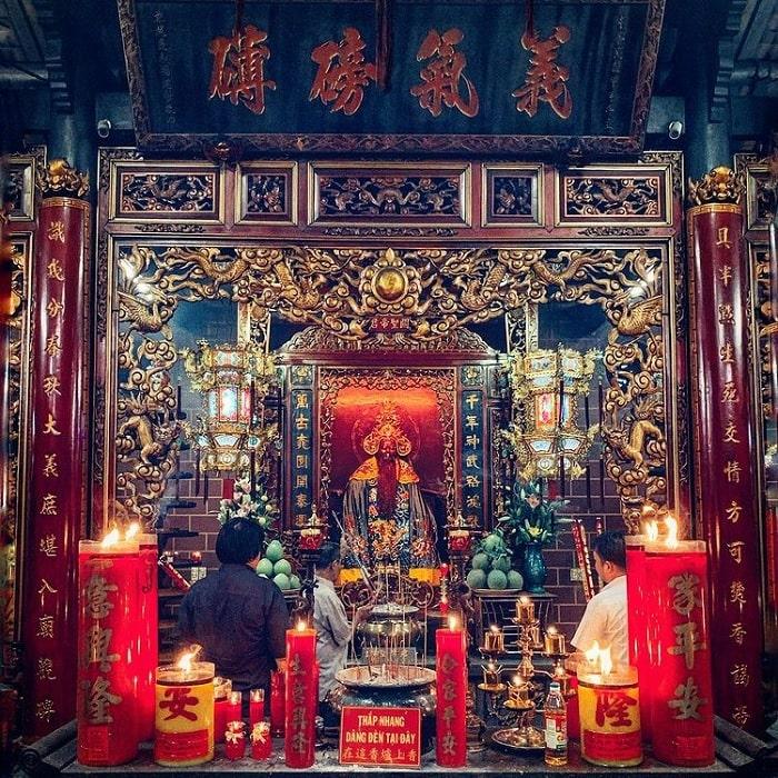 tượng quan công - vị thần chính tại chùa Ông Biên Hòa