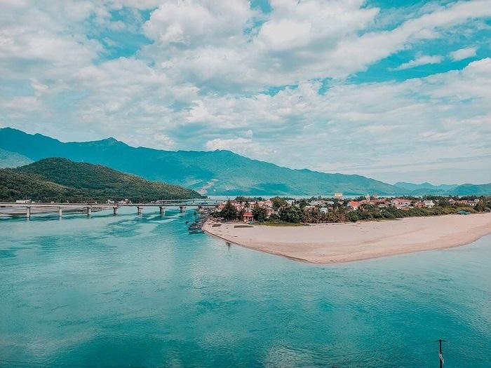 Du lịch biển miền Trung check in biển Lăng Cô Huế