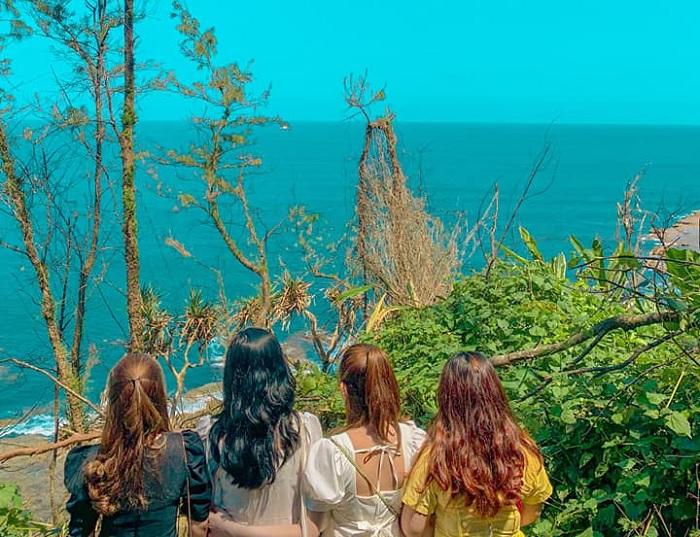 bình yên - điểm nổi bật của Biển Lệ Thủy