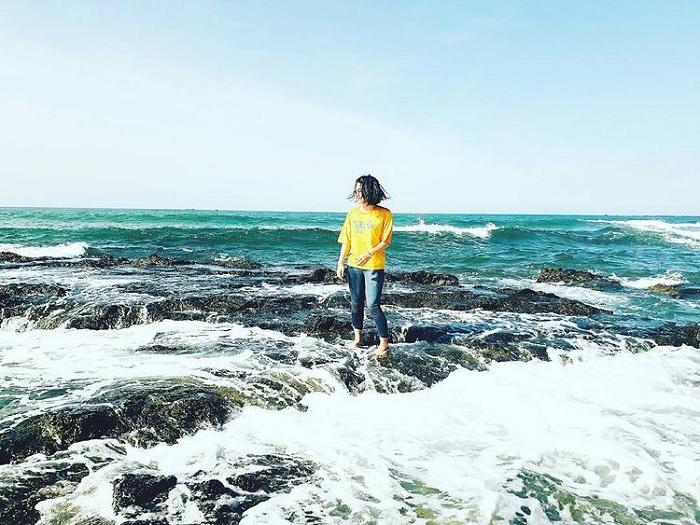 sóng xô đá - khoảnh khắc thú vị tại Biển Lệ Thủy