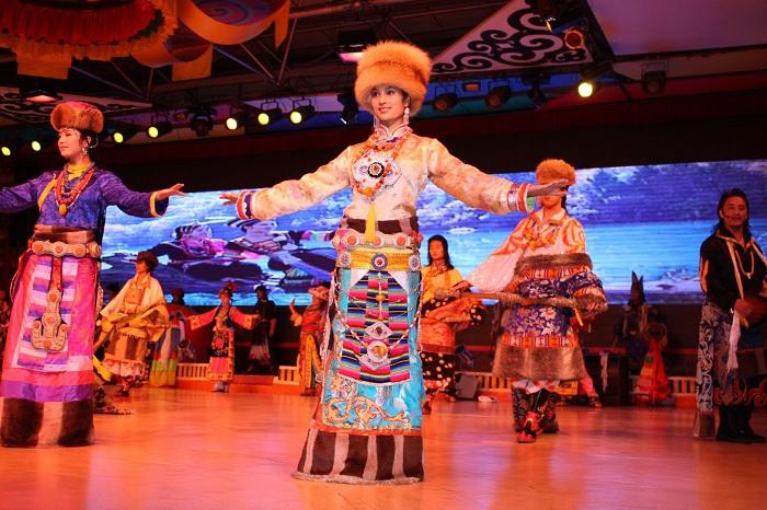 Tibetan Cultural Performance in Jiuzhaigou - China Jiuzhaigou Travel