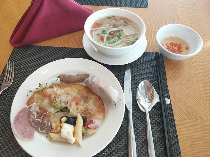 Bữa sáng buffet ở FLC - Review FLC resort Quy Nhơn 3 ngày 2 đêm