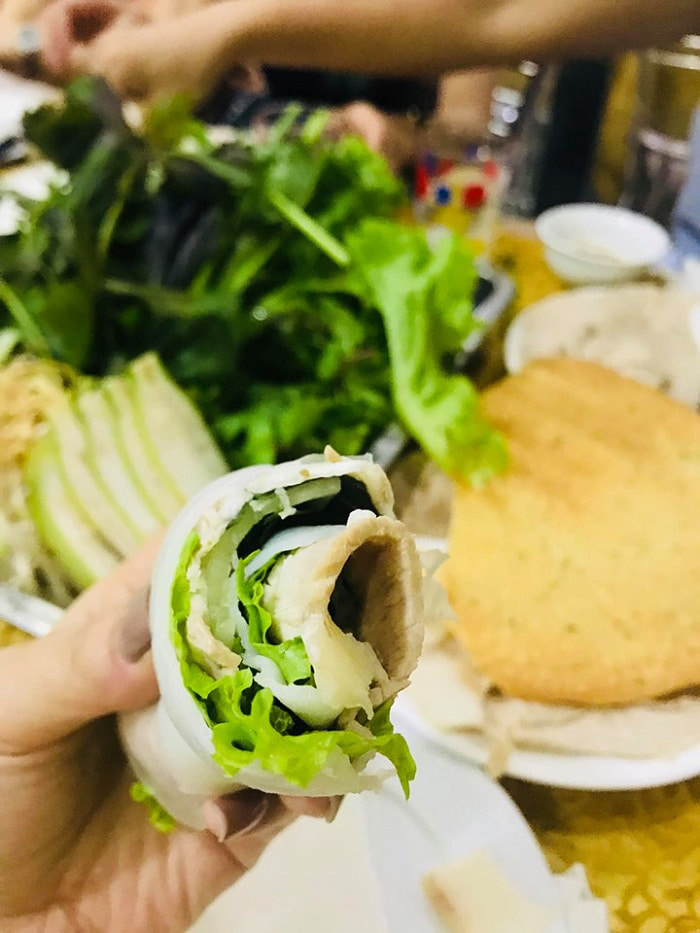 Top địa chỉ ăn bánh tráng cuốn thịt heo ở Đà Nẵng - Cắn một miếng bánh tráng