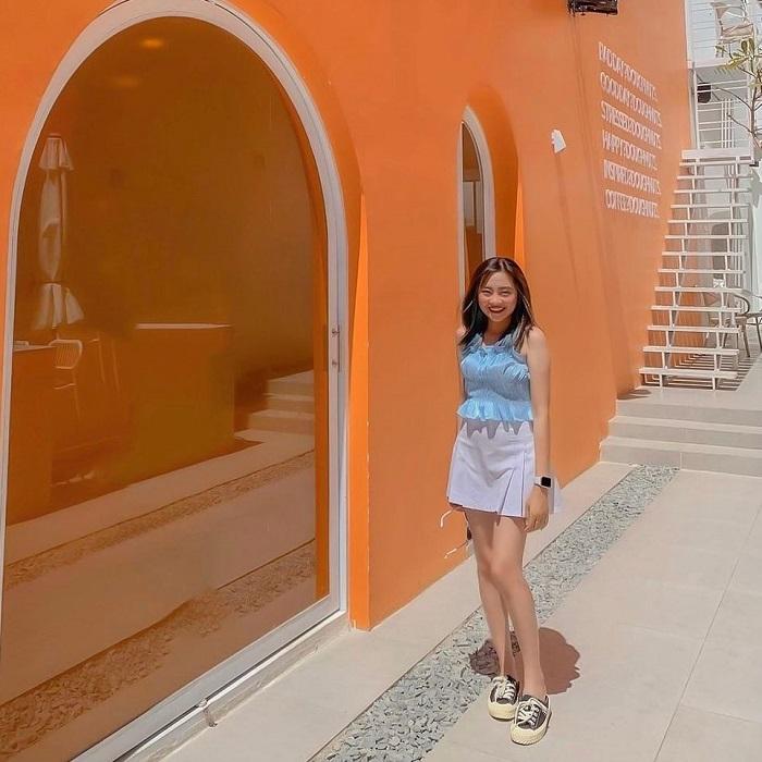 Nhắc đến các điểm check in mới ở Sài Gòn không thể quên nói Bức tường cam ở Dosh