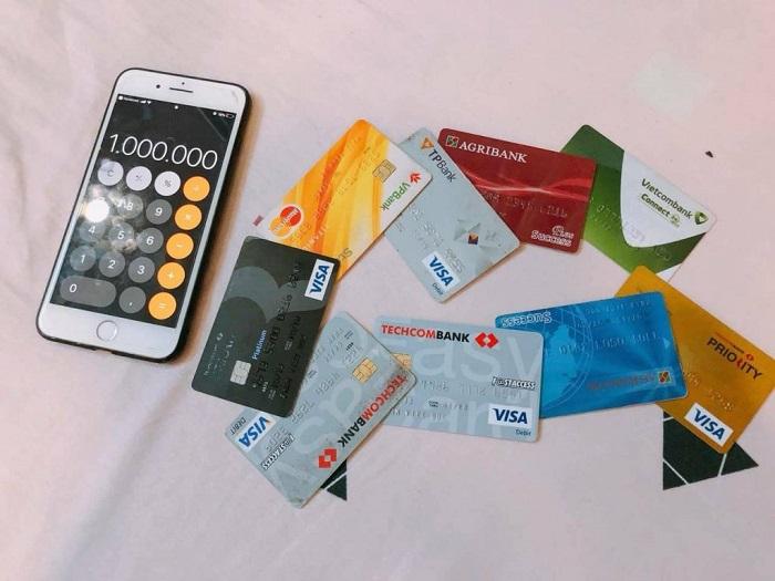 chuẩn bị gì khi đi Sài Gòn? - tiền và thẻ ATM