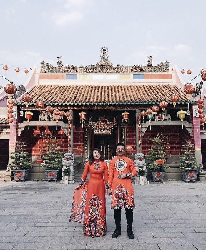 sống ảo - hoạt động thú vị tại chùa Ông Biên Hòa