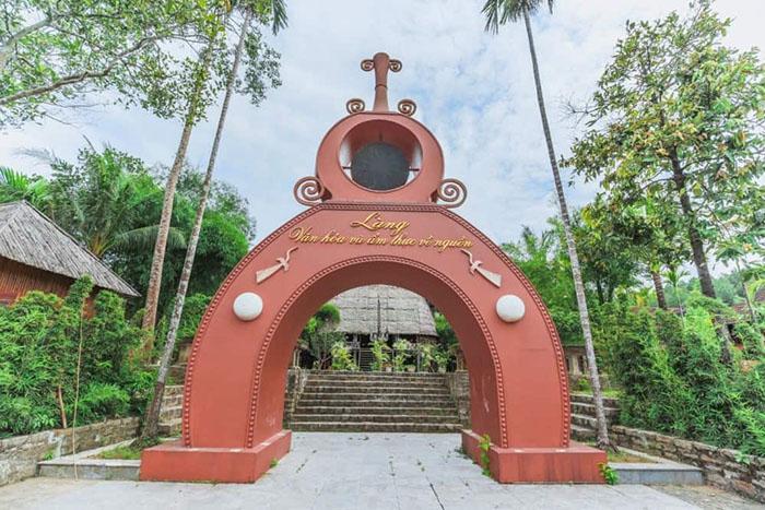 Check in khu du lịch Về Nguồn Huế  - Cổng làng Văn hóa