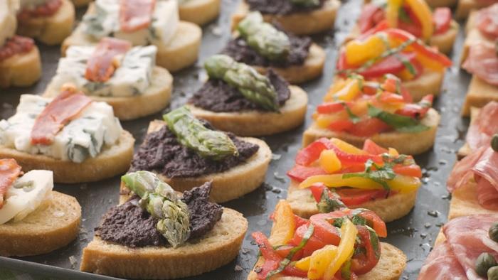 Các loại crostini của Ý là những món ăn giá rẻ ở Venice, Ý. - Ẩm thực đường phố Venice