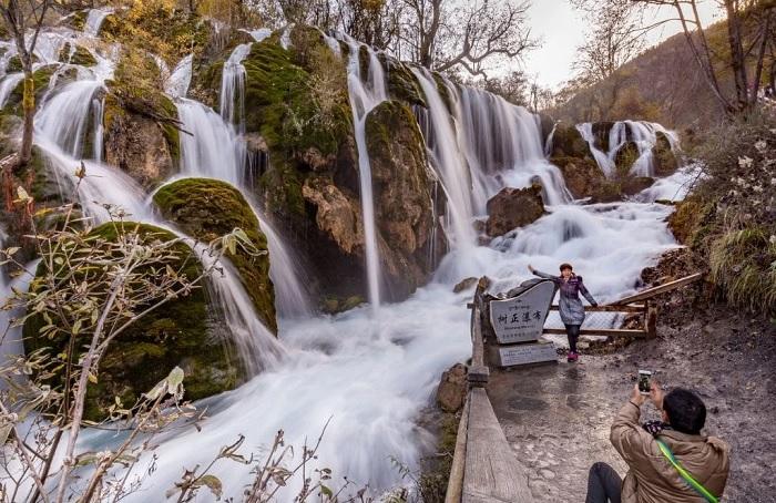 Nuorilang Waterfall & Lake - China Jiuzhaigou Travel