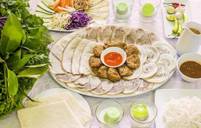 Top địa chỉ ăn bánh tráng cuốn thịt heo ở Đà Nẵng - Đặc sản Hoàng Tín
