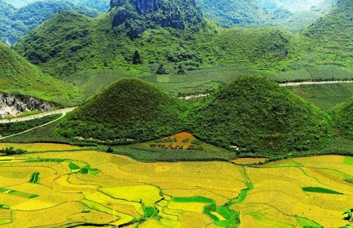 Quan Ba twin mountain - a tourist destination near En Ha Giang cave