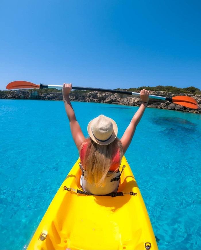 Bạn có thể chèo thuyền kayak để khám phá xung quanh - Đảo Pianosa