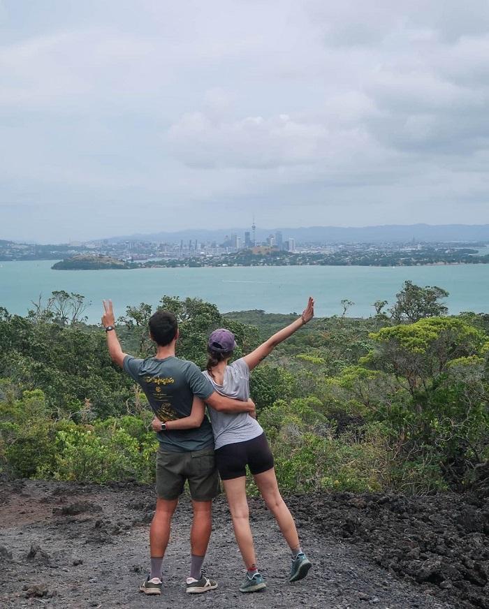 Tầm nhìn trên đảo Rangitoto đến thành phố Auckland