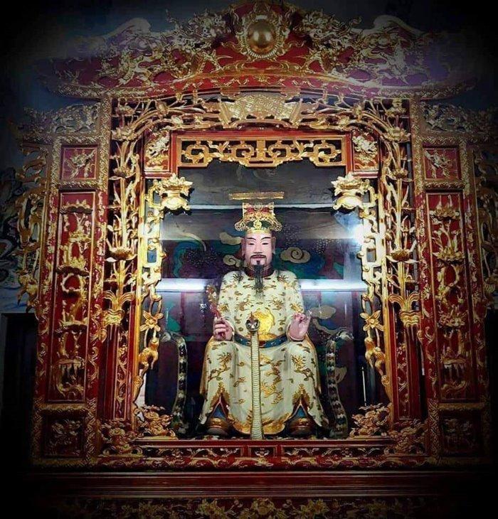 tượng ở đền Đồng Bằng của Thái Bình