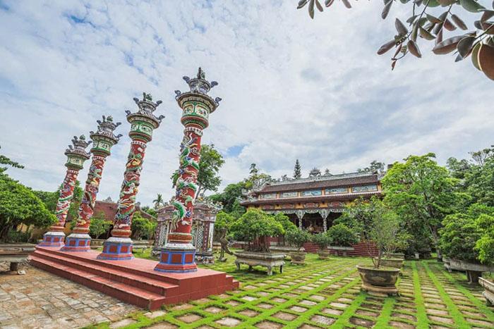 Check in khu du lịch Về Nguồn Huế  - Đền Hồng Ngọc