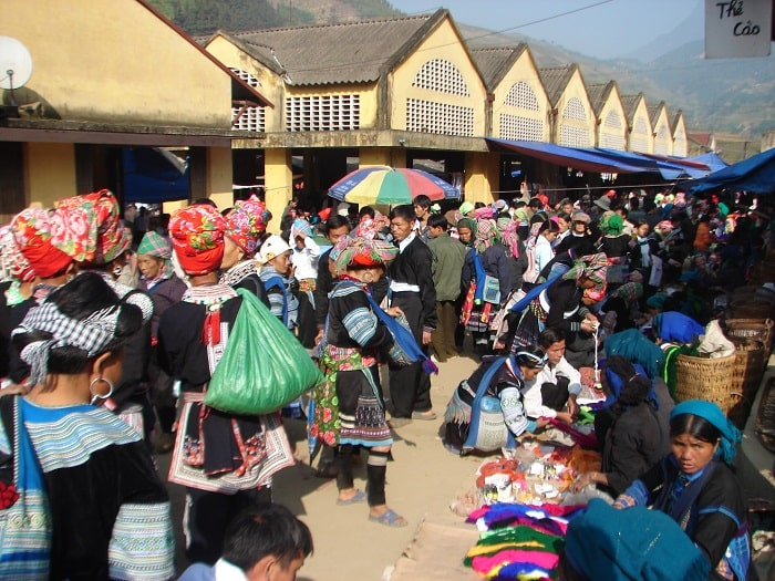 Muong Hum fair market - Tourist destination in Bat Xat