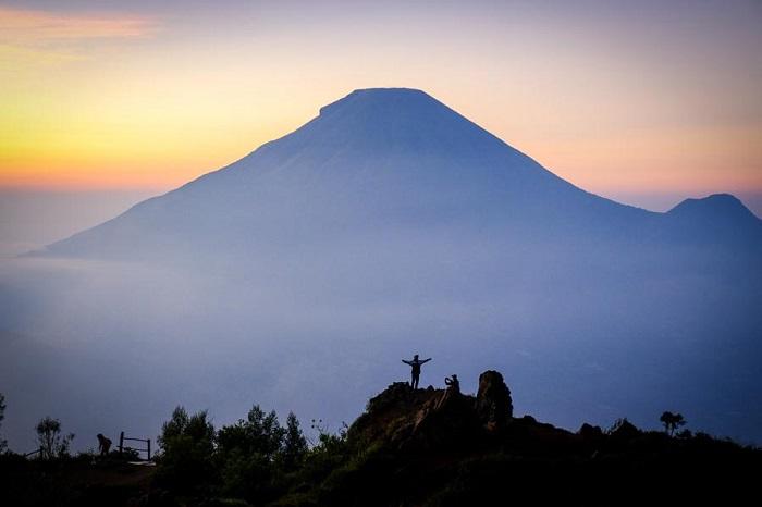 Bình minh là cảnh đẹp nổi tiếng trên cao nguyên Dieng