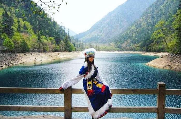 Wearing Tibetan clothes for a photo shoot - China Jiuzhaigou Tourism