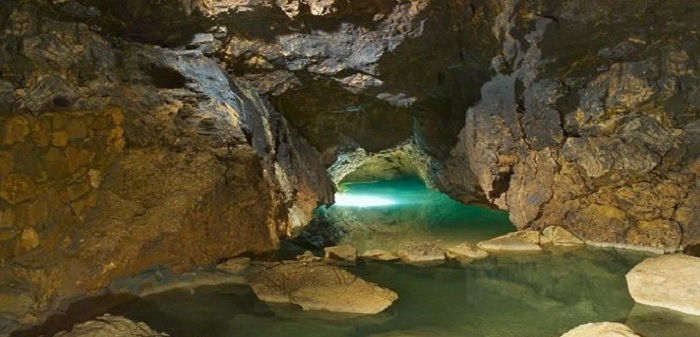 The ideal time to visit En Ha Giang cave