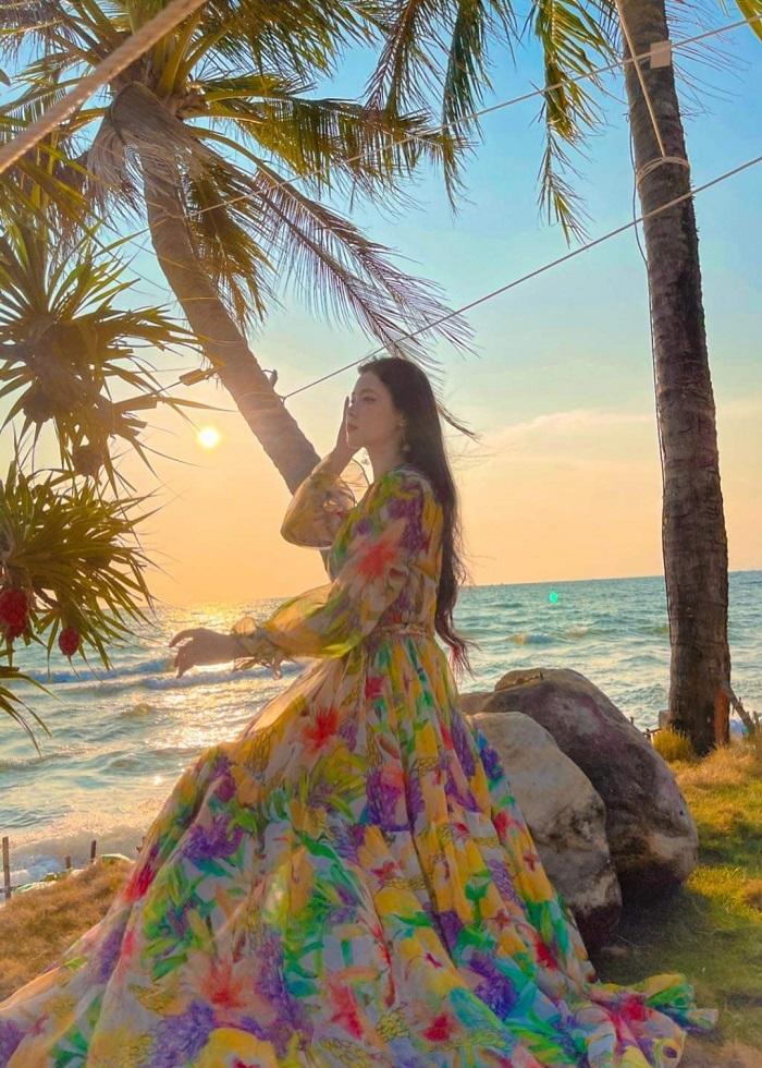 Đầm maxi hoa dài tay - du lịch Phú Quốc mặc gì