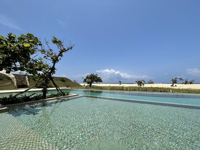 Hồ bơi riêng của biệt thự rất rộng - Review FLC Resort Quy Nhơn