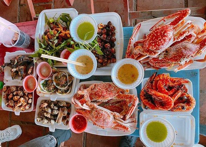 ăn hải sản khi check-in  khu du lịch 30 tháng 4 Cần Giờ
