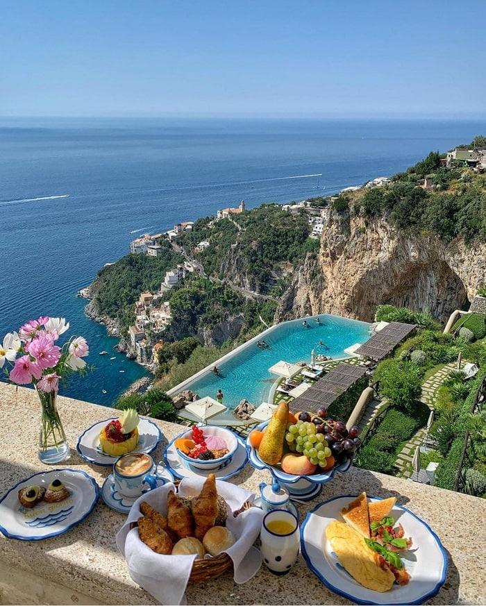 Nghỉ dưỡng ở đây là một trong những nơi đẹp nhất trên bờ biển Amalfi - Top những khách sạn trên vách đá