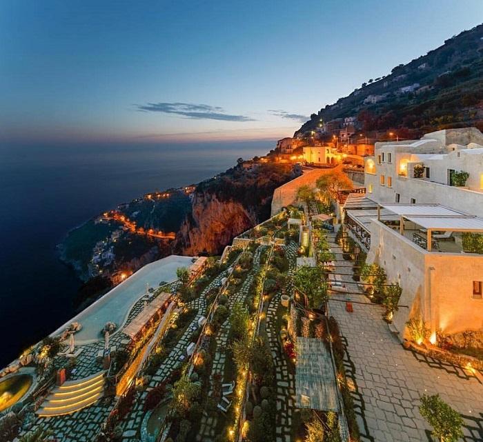 Toàn cảnh khu nghỉ dưỡng trên vách đá - Top những khách sạn trên vách đá
