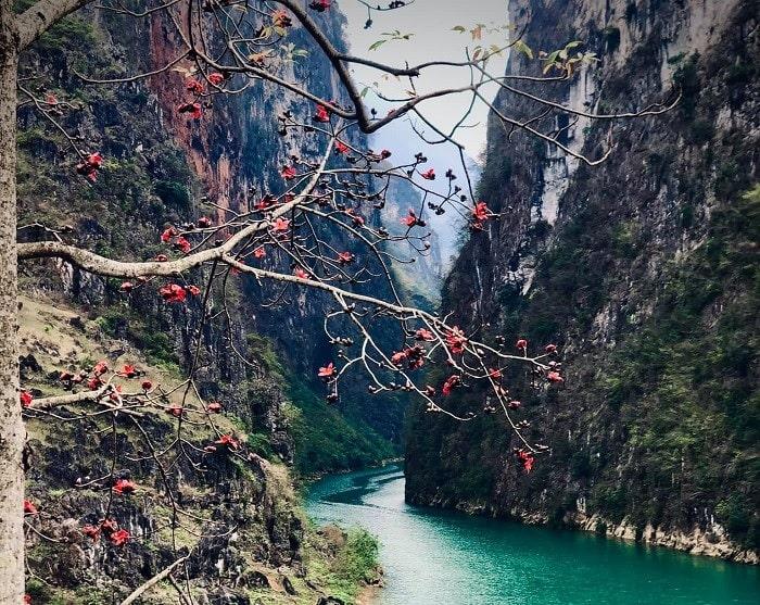 núi đá - nơi sông Gâm Cao Bằng đi qua
