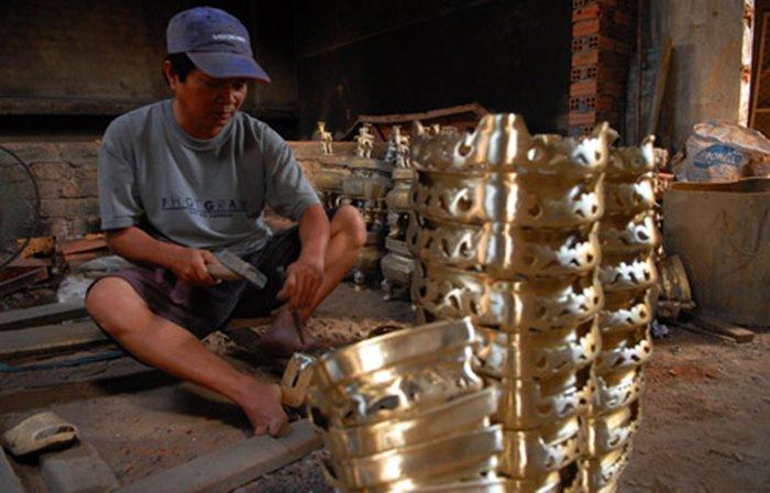 Explore the Dien Khanh copper casting village