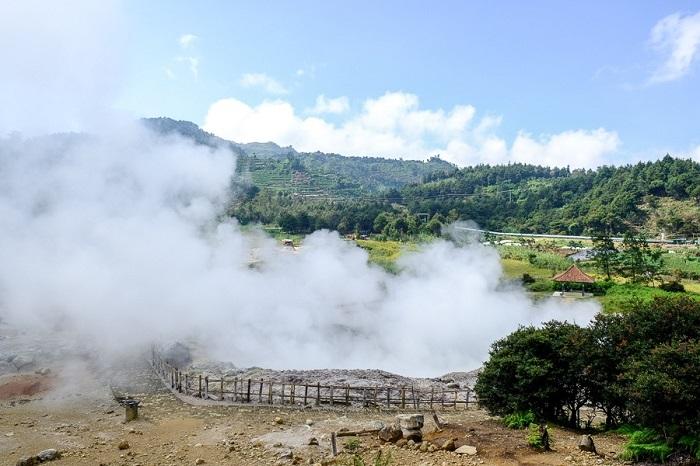 Miệng núi lửa Sikidang - Cao nguyên Dieng