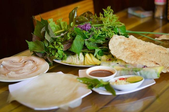 Top địa chỉ ăn bánh tráng cuốn thịt heo ở Đà Nẵng - nguyên liệu đơn giản