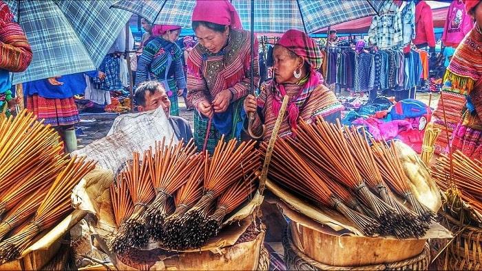 thăm chợ phiên - hoạt động hấp dẫn gần sông Gâm Cao Bằng