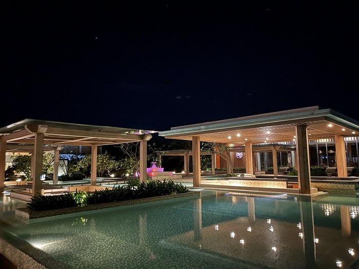 Nhà hàng Salsa có view ra hồ bơi - Review FLC resort Quy Nhơn 3 ngày 2 đêm