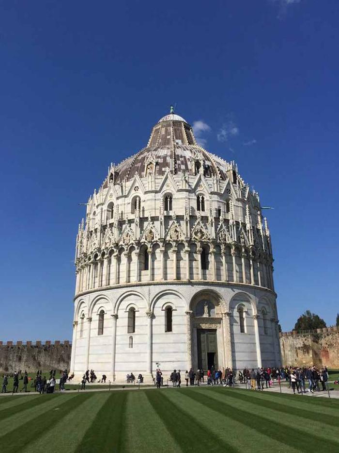 Chiêm ngưỡng tháp nghiêng Pisa - Nhà rửa tội