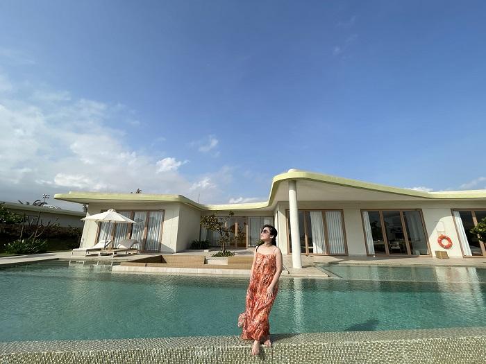 Toàn cảnh biệt thự khi nhìn từ bãi biển vào - Review FLC Resort Quy Nhơn