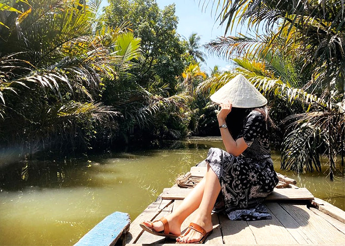 Check in Quy Ben Tre islet - The old coconut trees