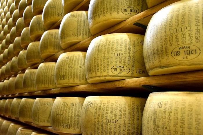 Phô mai Parmesan - Món ăn nổi tiếng ở Ý
