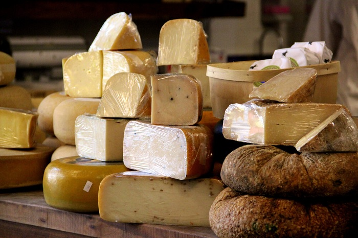 Types of French cheeses - Typical French cuisine