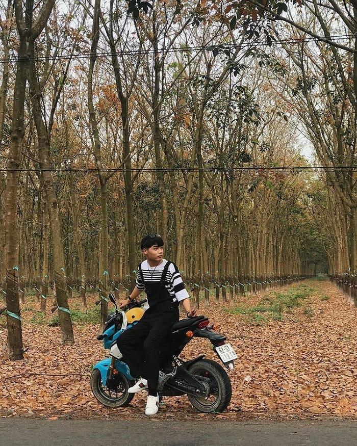xe máy - phương tiện đến rừng cao su ở Tây Ninh