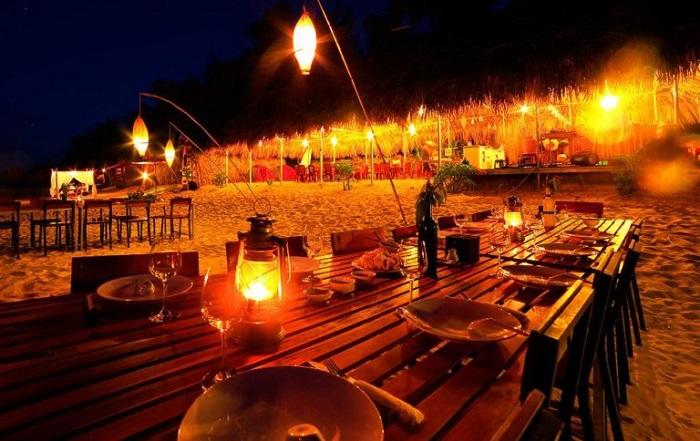 quán ăn ngon ở Cô Tô - Nhà hàng trên bãi biển Ngọc Quỳnh
