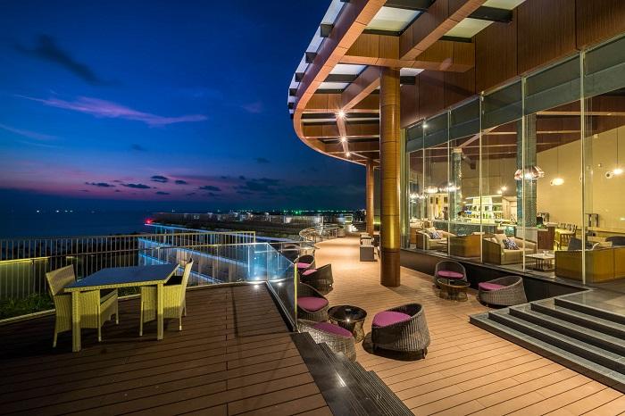 Voucher Sonasea Phú Quốc giá tốt - thưởng thức cocktail tại quán bar trên cao