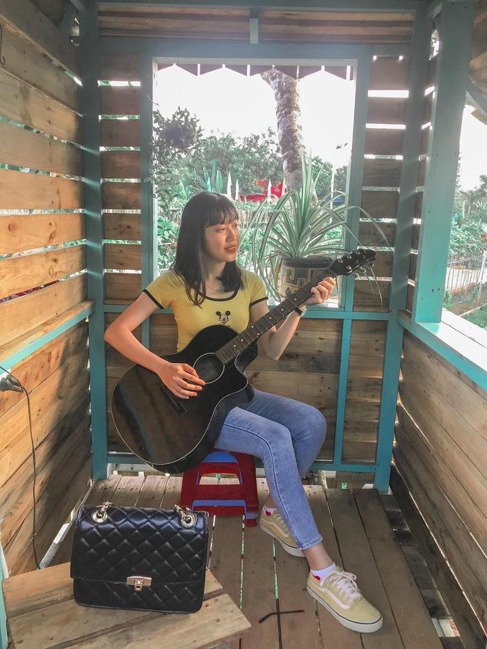nhà gỗ - tiểu cảnh ở vườn nho Long Khánh Đồng Nai