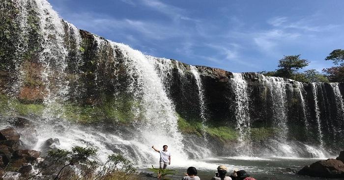 Tới thác Voi Bù Đăng khám phá, du khách sẽ được khám phá rất nhiều cảnh sắc thiên nhiên tươi đẹp và hùng vĩ
