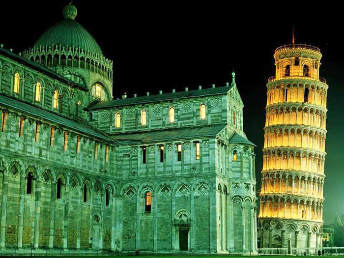 Chiêm ngưỡng tháp nghiêng Pisa - Tháp nghiêng lúc về đêm