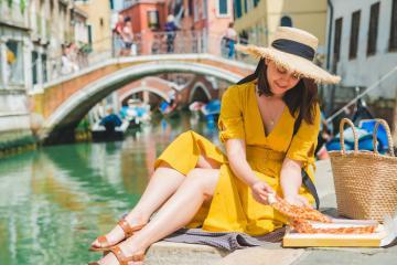 Thưởng thức ẩm thực đường phố - cách tiết kiệm khi đi du lịch Venice