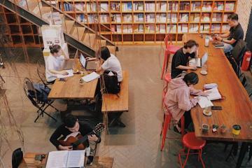 Hội mê đọc sách phải đến ngay 10 quán cà phê sách ở Hà Nội yên tĩnh và độc đáo này!