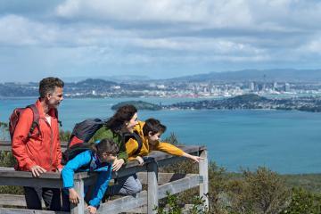 Khám phá đảo núi lửa Rangitoto trẻ nhất ở New Zealand