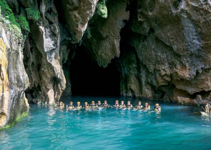 Khám phá vẻ đẹp kỳ bí ở thung lũng Sinh Tồn - hang Thủy Cung Quảng Bình
