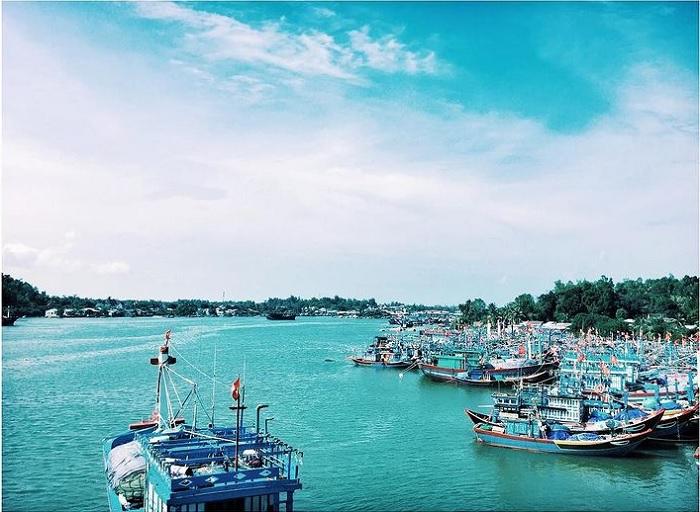 Vịnh Dung Quất – nơi có nhiều thuyền bè lưu động